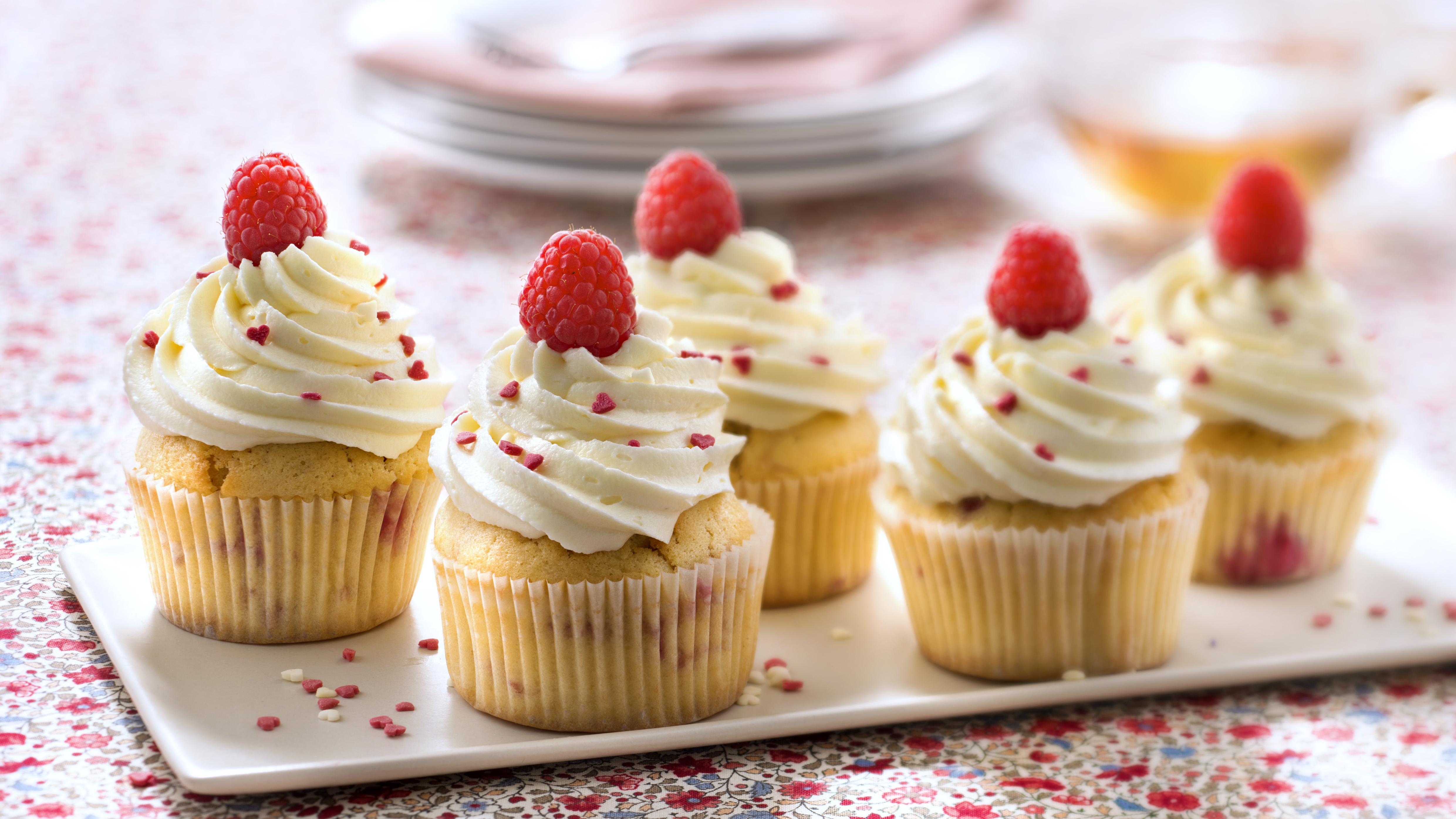Cupcakes framboises glaçage chocolat blanc